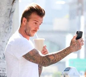 EXCLUSIVE David Beckham visits a juice bar to grab a cooling dri